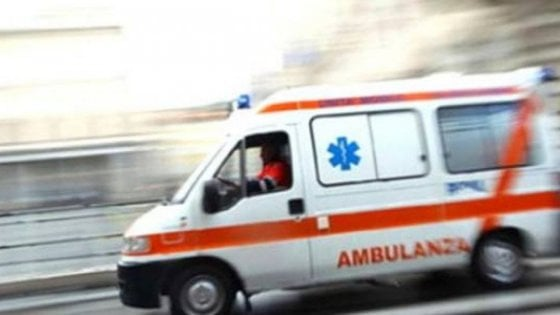 Photo of Dramma nel Casertano, donna si dà fuoco dentro la sua auto: è grave